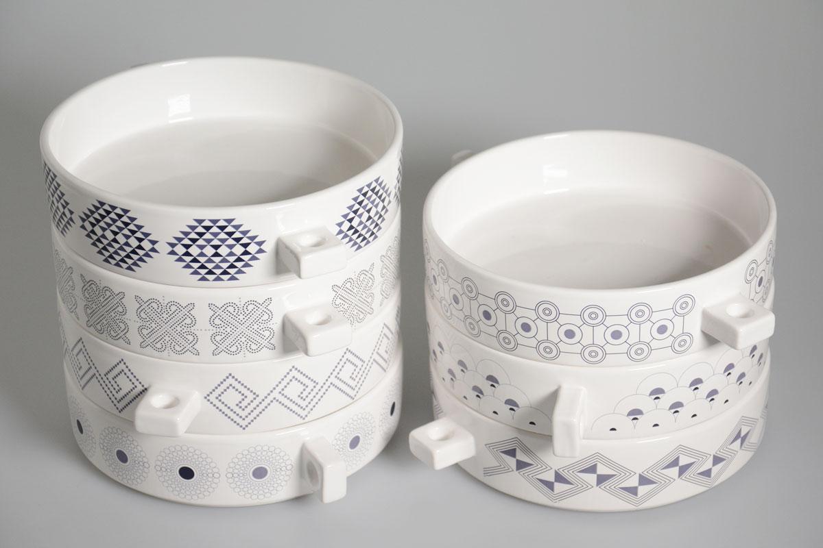 piatti con decori dei tessuti tipici dei paesi di origine del caffè
